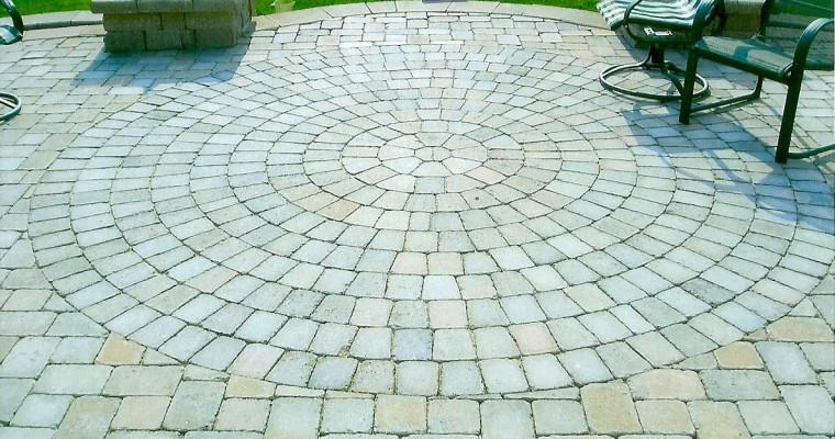 Paver patio with circle inlay features retaining walls