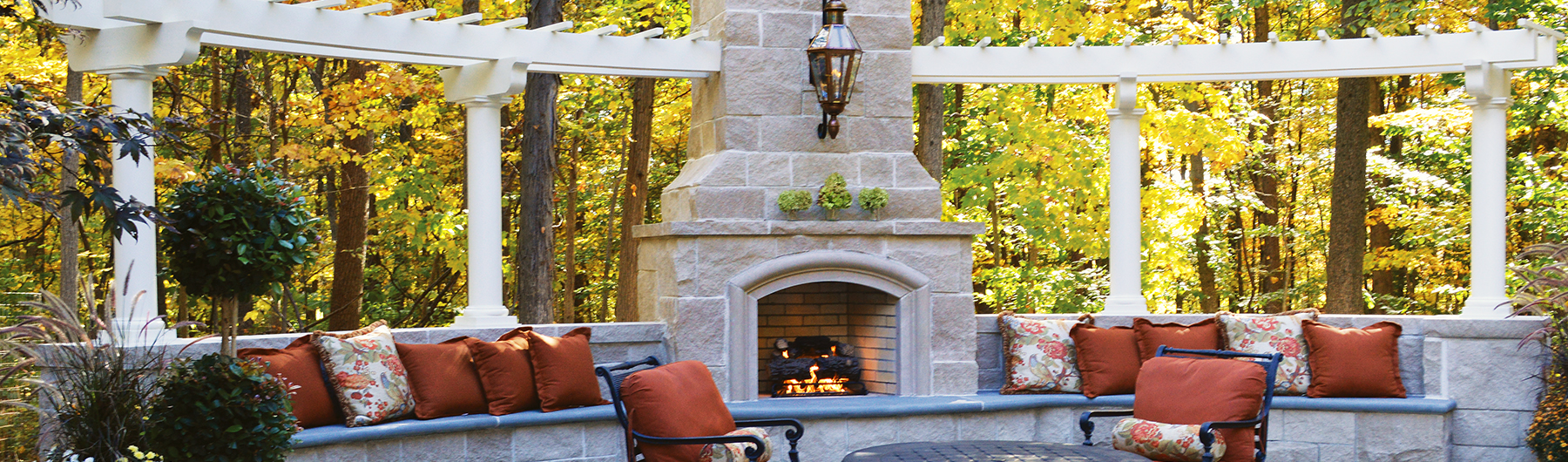 curved-pergola-outdoor-fireplace